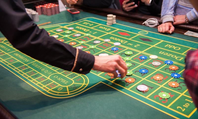 Placing Roulette bets